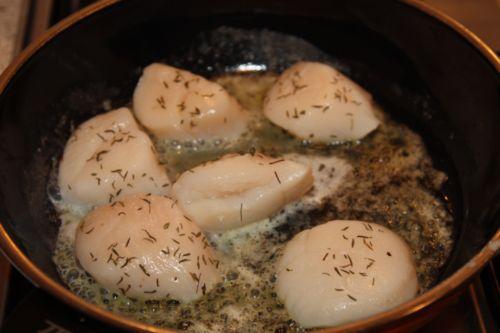 Обжариваем гребешки